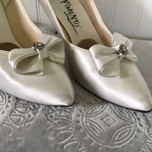 EUC Vintage Wedding Shoe / Satin Dyeable Heel